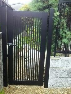 うちの門扉.JPG